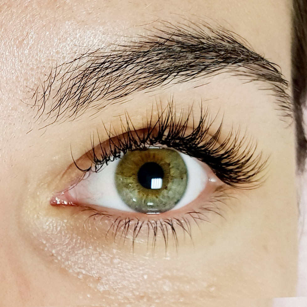 Classic-lashes-green-eyes.jpg