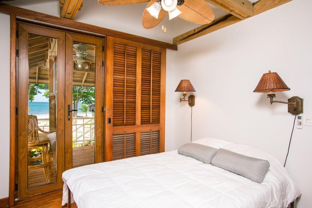 apartment-beach-bed-271643 (1).jpg