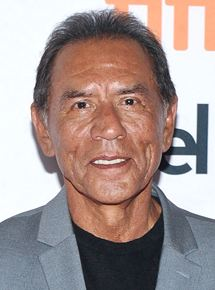 WES STUDI    Rôle : Chef Yellow Hawk