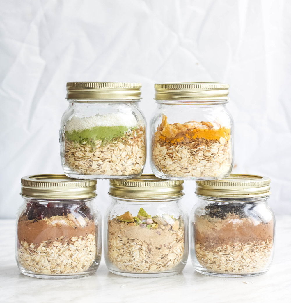 5 Different oatmeal mixes to spice up your week of oats for breakfast! These are delicious hot or cold and can be made in advance for easy meal prep, take take on the go and to save time in the mornings (to get in that extra 15 minutes of sleep!)