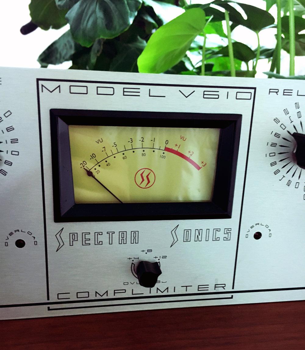 Spectra-Sonics-V610-meter.jpg
