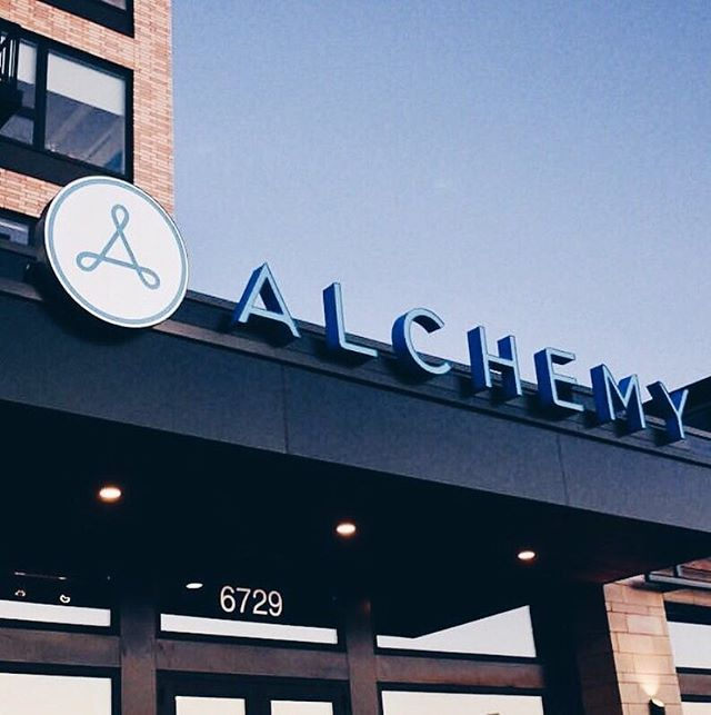 We're excited to partner with @alchemy_365 Edina for their Sunday Series! 💙✨⠀⠀ ⠀⠀ FREE CLASSES all morning Sunday at Alchemy Edina, with a special gift from us. ⠀⠀ + All who attend class on Sunday are entered to win a month of airbrush tanning!🙌🏽✨⠀⠀ ⠀⠀ If you're new to Alchemy, have no fear. This work out is great for everyone and their inclusive atmosphere is unlike any other gym we've been to. You are going to love it!! Will we see you there? Tag your gym bestie below and let's go! 💙💪🏼⠀⠀ ⠀⠀ Class times: 7:30, 8:30, 9:30, 10:30