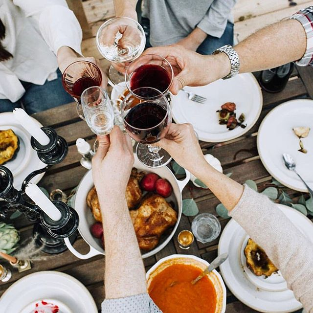 Cheers to Friday, friends, and glasses full of wine! 🍷⠀ ⠀ Going to #xmasparty9? Ticket holders, book your glow with a friend for $30 tans or $10 off if you come solo. Just a few spots left tomorrow morning. Mention this post for a complimentary 2 hr accelerator. ✨⠀ ⠀ 📷@tiffanykokal 🙌🏽 regram from @wynnecatherine ❤️