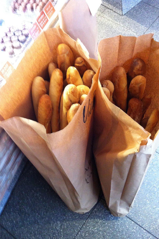 Baguettes Paris.jpg