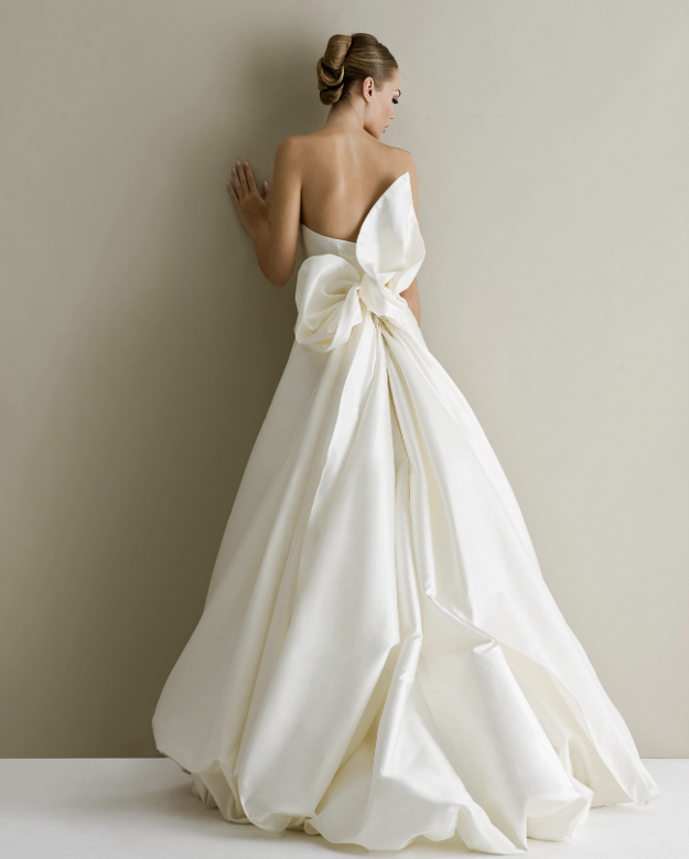 antonio-riva-wedding-dress-20-10162014nzy.png
