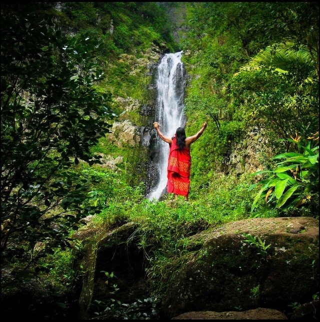 Kumu Lawrence Pule at Mooula Falls.jpg