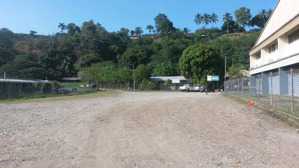 Site selected for development, Honiara, Solomon Islands  Credit: Block by Block team   [Image source:  https://www.dropbox.com/sh/ckqb7a4ywd5e7ok/AABHwFQWXxoNhLfBjUwwp0jna/PublicSpace_Honiara_SI/Pictures?dl=0&preview=02_DriveWay.jpg]