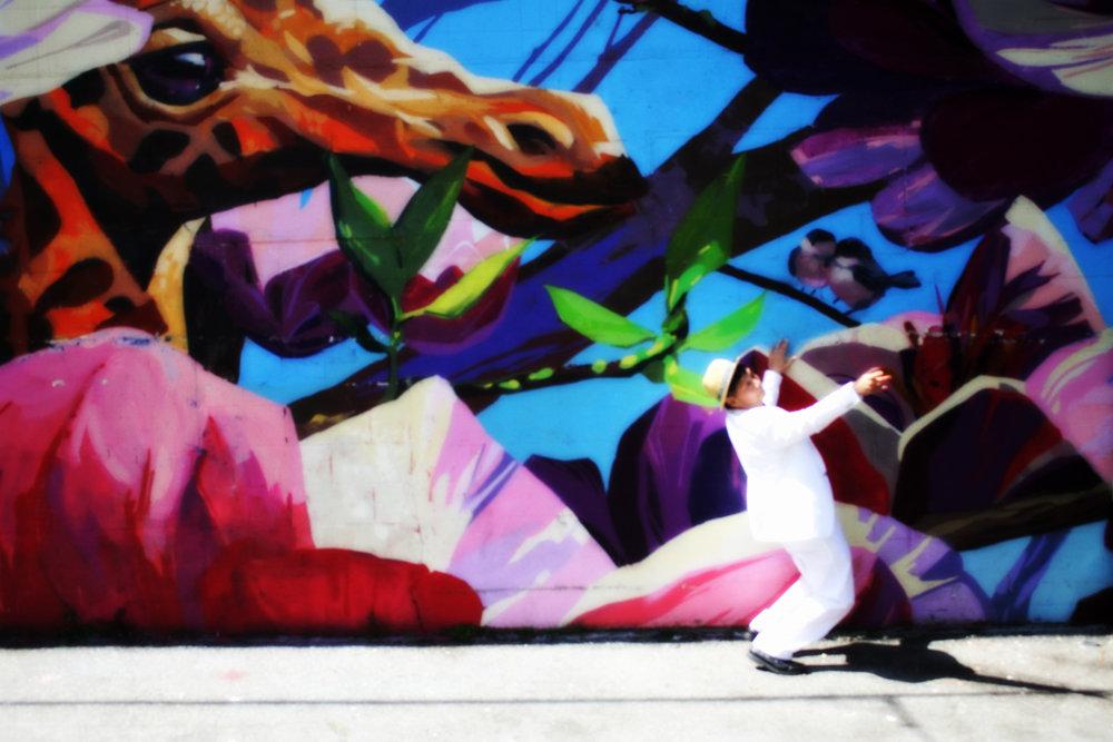 mural-giraffe-lean.jpg