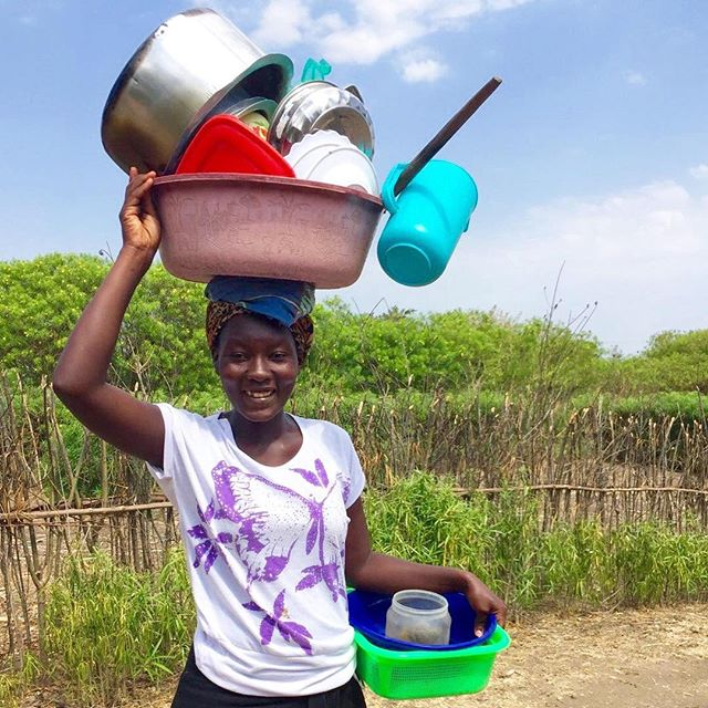 A young woman walking to Lake Victoria to wash dishes.