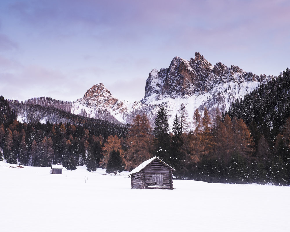 1800m  Another composition of huts, but now you can already see the massive rocks of the surrounding peaks. 27mm, f8, 1,6s, Fuji X-T1