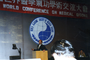 Dr.-Jerry-Alan-Johnson-Lecturing-at-the-WASOMQ-on-dissolving-cycts-and-tumors-copy.jpg