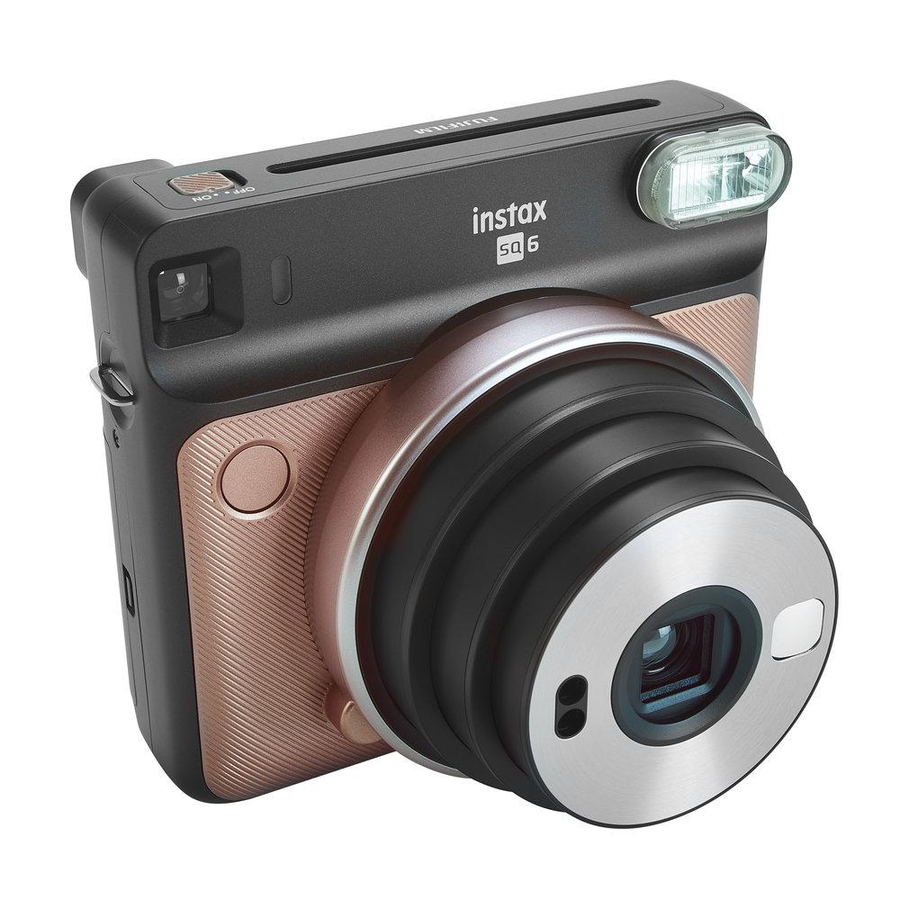Appareil photo Instax de Fujifilm  -   Contrôle d'exposition automatique - Miroir et mode à égoportrait - Paquet de 10 pellicules, filtres de couleur, courroie ajustable et piles incluses