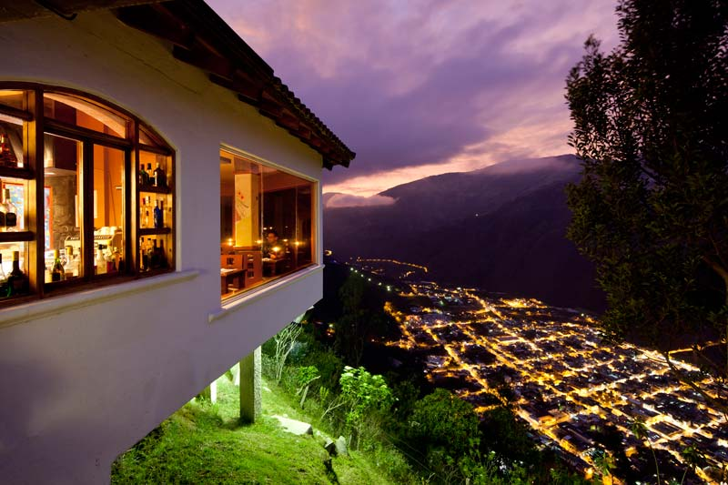 CAFÉ DEL CIELO - 34 presentations of coffee and natural tea, sandwiches, crepes, röstis, salads and desserts.Spectacular view to Baños.The perfect add-on to your visit to La Casa del Árbol.Open to the public all year round.13 - 21:30Carte $2 - 7