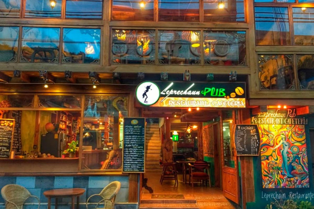 Leprechaun Pub Restaurante y Cafeteria en Banos Ecuador.jpg