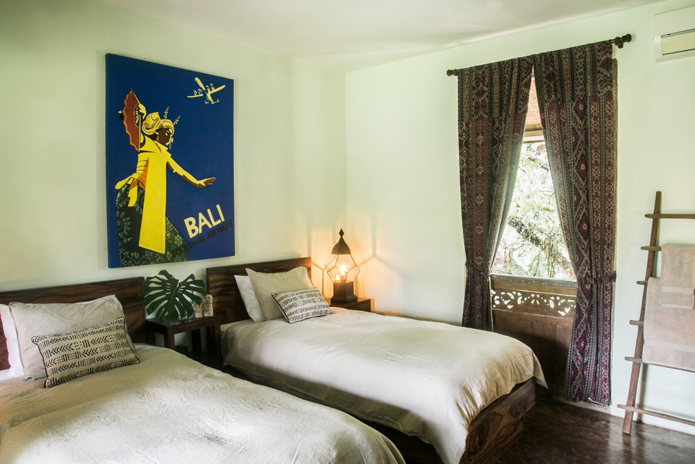 LOTUS ROOM  Features: 2 Twin Beds or 1 King Bed, private bath.