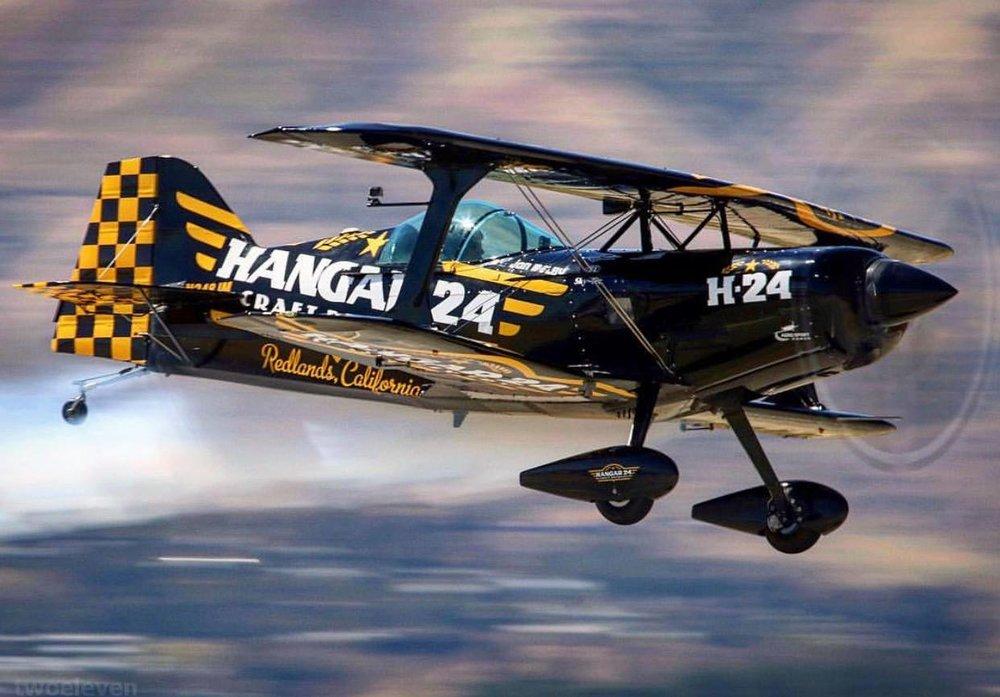 hangar plane.jpg