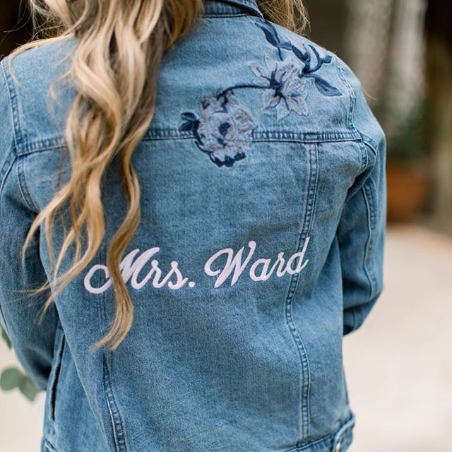 Is it too late to get one of these sweet jean jackets with your last name on it if you already got married? Asking for a friend. 📷: @mallorydawnphoto