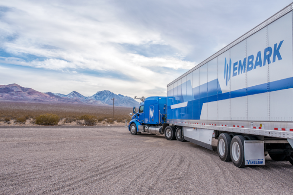 "写真は、"" Embark's self-driving semi completes trip from California to Florida "" より"