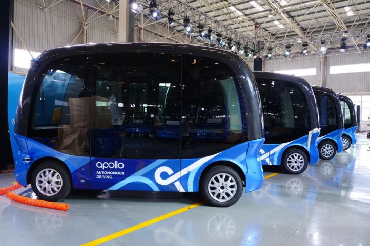 写真は、TechCrunch '  Baidu just made its 100th autonomous bus ahead of commercial launch in China 'より