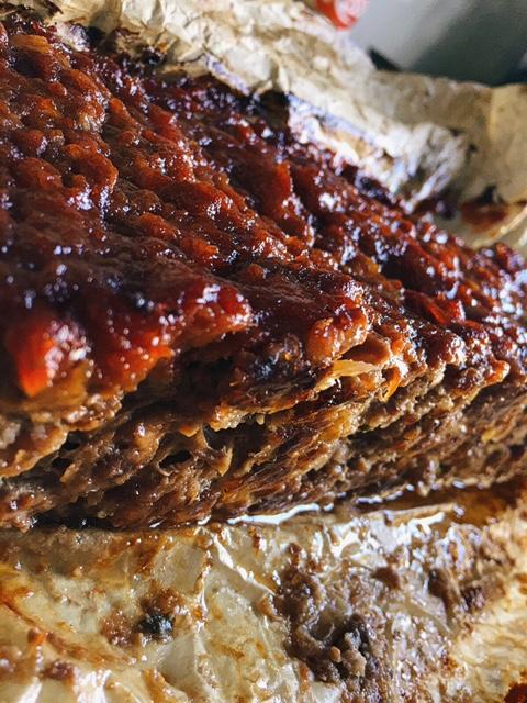 sulīgs un mutē kūstošs viltotais zaķis - receptes virsrakstu centos padarīt pēc iespējas garšīgāku, lai tas īsi un kodolīgi noraksturotu šī viltotā zaķa īsto dabu. tā arī ir - pareizi pagatavots tas būs sulīgs un mutē kūstošs gan silts pusdienās, gan uz maizītēm liekams brokastīs.