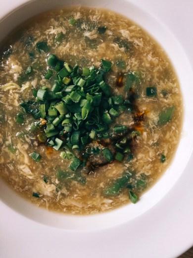 ingvera zupa ar pākšu pupiņām un olu - pēdējā laika biežākais 'pusdienu piedāvājums' mūsu mājās.. 15min laikā galdā tiek celta silta zupa un pusdienas notiek.