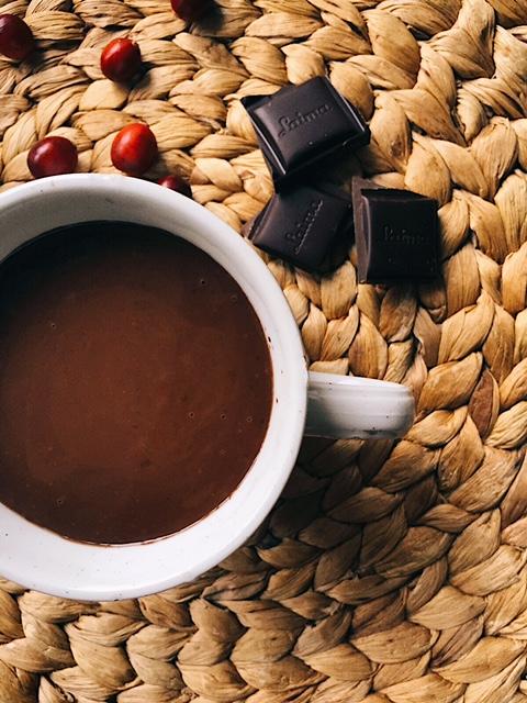 karstā šokolāde mūsu gaumē - kā tu gatavo karsto šokolādi? man garšo tāda biezumbieza un pilnīga - pietiek ar mazumiņu un ātri vien tevi piepilda tāds labs siltums un šokolādes miers.