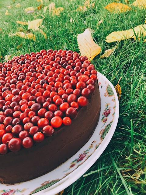 īstākā šokolādes kūka - svētki tuvojas, un garšīgu kūku receptēm jābūt tepat pa rokai. šī ir tāda kā himna šokolādei - šokolādē no augšas līdz pašai apakšai.