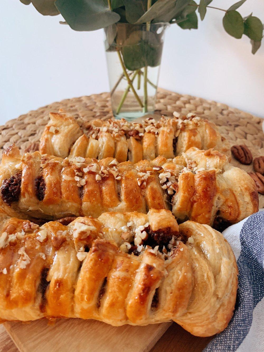 pekanriekstu maizītes - pekanriekstu maizītes ierasts uzkost degvielas uzpildes stacijās, nopirkt avīžu kioskos vai lielveikalos, bet, manuprāt, ir īstais laiks, lai tās beidzot pagatavotu mājās, ne?