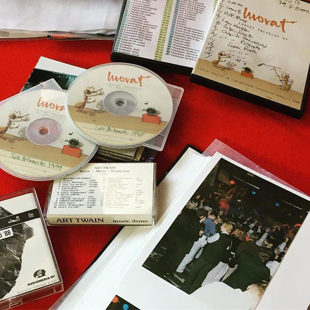 Tiesitkö, että Luovat Palvelut 30 vuotta sitten aloitti tekemällä radiomainoksia ja siitä luontevasti siirtyi ideoimaan ja tuottamaan tapahtumia... No, radiomainostuotantohan ei ole vuosien aikana hävinnyt minnekkään ja ollaanhan niillä voitettu palkintojakin 😃👊 #vaikuttaviaradiomainoksia #vaikuttaviatapahtumia #luovatpalvelut30  #yritystapahtuma #somistus #tapahtumasuunnittelu #tapahtumatekniikka #avaimetkäteenperiaatteella