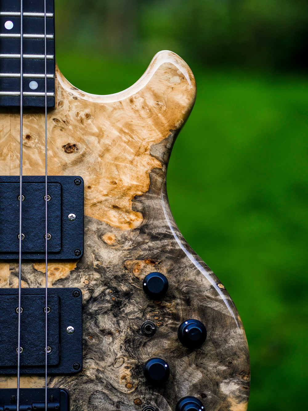 Exotic Tops - Swamp ash, alder or khaya mahogany for the body, combined with fine top wood such as Buckeye Burl, Poplar Burl or Quilted Maple.