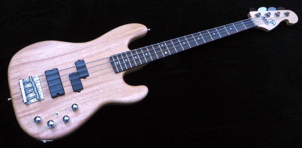 Medium Scale - Medium Scale ist gedacht für BassistInnen, die sich auf Long Scale Bässen schwer tun.