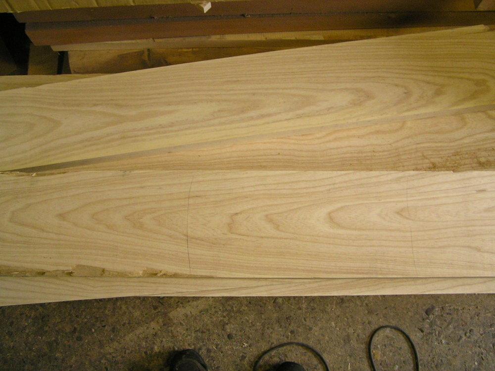 Holzklang - Jetzt suchen wir die Hölzer aus, geben die Tonabnehmer in Auftrag, tragen die Elektronik und Hardwareteile zusammen.