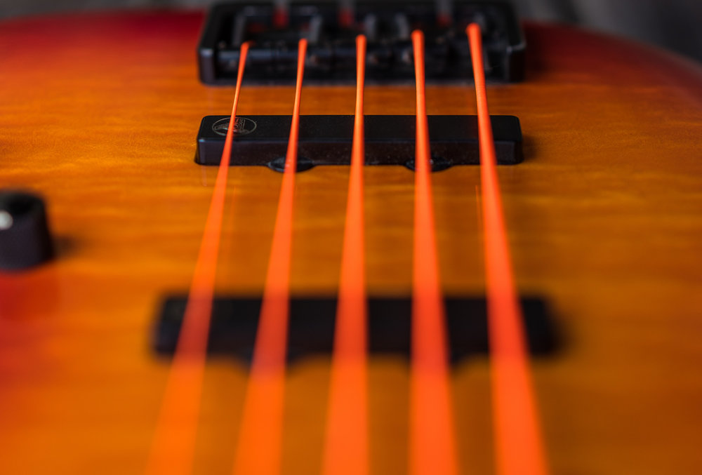 Stacked Jazz - Im Jahr 2000 entwickelten wir in Zusammenarbeit mit Bassculture und diversen Bassisten die exklusiven Hot Wire Pickups. Es sind heiße gestackte Humbucker geworden, im Single-Coil-Sound mit hohem Output, dabei aber total abgeschirmt und vergossen. Diese Pickups liefern den typischen Jazz-Sound, aber ohne störende Nebengeräusche.