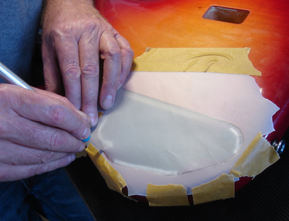 - Anschliessend muss ein passender Deckel angefertigt werden. Dazu erstmal eine Schablone aus Pergamentpapier machen.