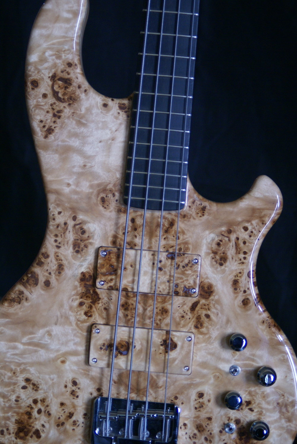 Inlaw 424 Motherbucker - This beauty comes with a poplar burl top with matching pickups covers