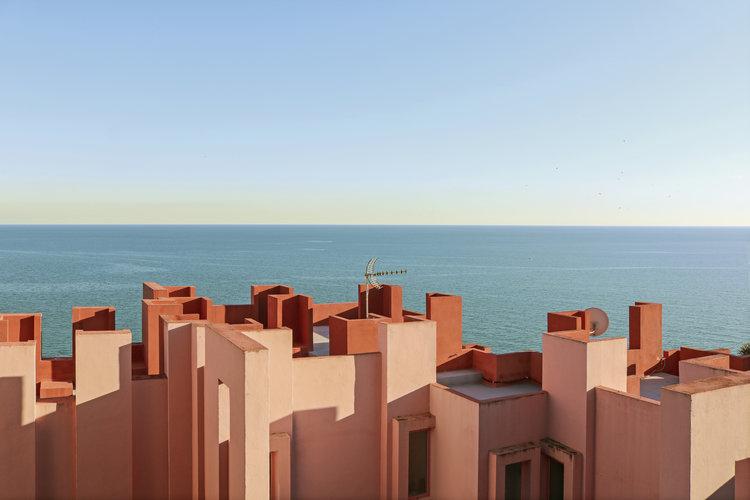 Muralla Roja. Foto: Tekla Severin
