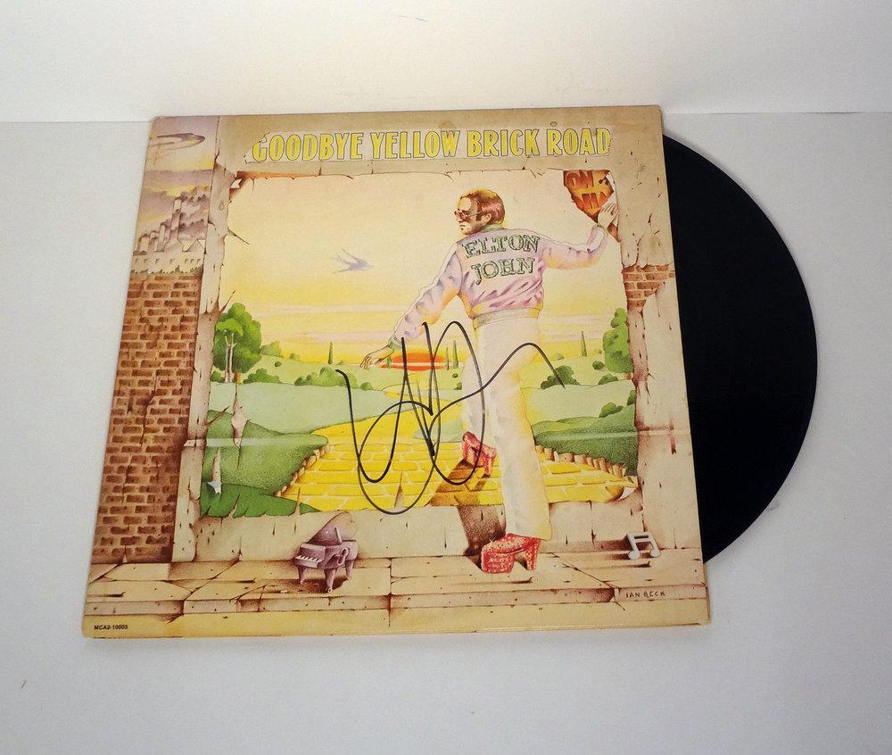 Elton-Johns-autograf.jpg
