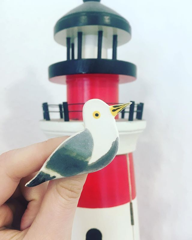 This little seagull brooch flew in just the other day, along with a whole selection of other British birds. . Made by hand by Sarah Vosmer, these gorgeous little clay brooches would make a brilliant Mother's Day gift 💝 . Like most of our guest designers, Sarah is also available for commissions. So if you've got a niece who loves narwhals or a partner that loves parrots then drop us a message and we'll see what we can do for you! . #seagullbrooch #seagulljewellery #birdbrooch #birdjewellery #clayjewellery #claybrooch #smallfashionstore #bespokemakers #artisanjewellery #mothersday #giftsforher #giftsformum #indieretail #madeinbrighton #supportsmallbusiness #wiwt #handmadeaccessories #slowfashion #giftsforher