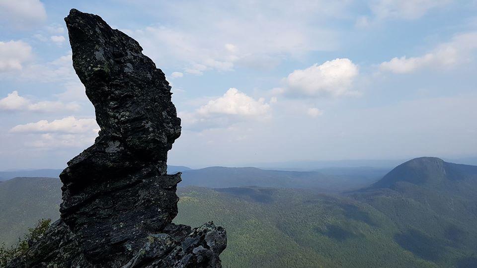 Le Bonhomme au sommet du mont Nicol-Albert Photo : Nadia Ross