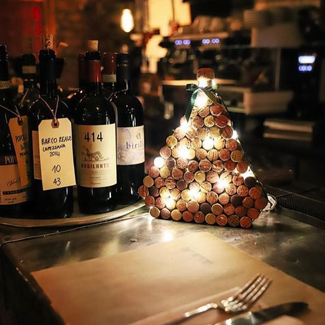 All of the holiday feels📍@fiaschetteriapistoia 🎄✨ 🍷 not to mention the best homemade meal you'll find in the city 💫🍝 | 📸:@tinabfoto