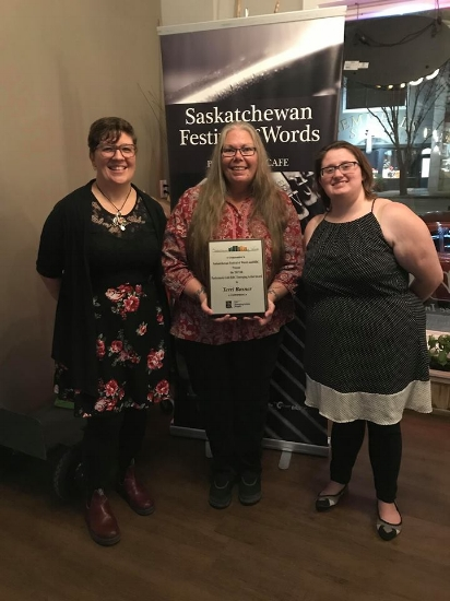 Terri Bosner (centre) receiving the Emerging Artist Award. On her left is Sarah Simison and on her right is Amanda Kelly Farnel