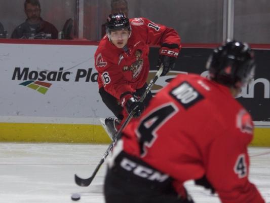 Daniil Stepanov, in fresh threads, feeding the puck to Jett Woo.  Pic: Moose Jaw Warriors