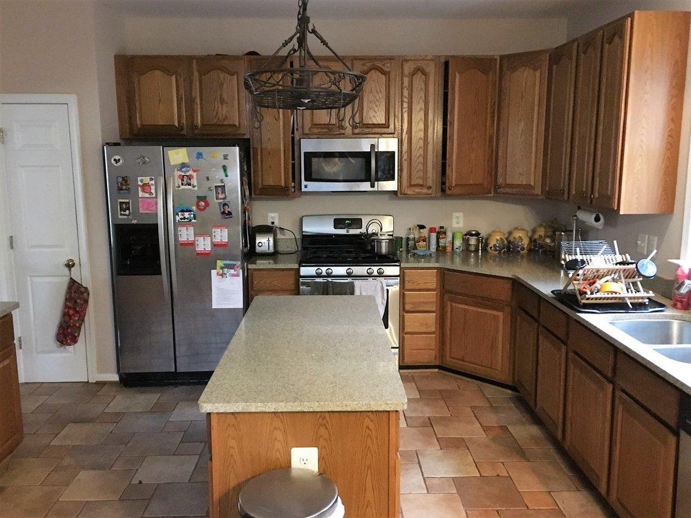 Organized Kitchen – declutter complete!