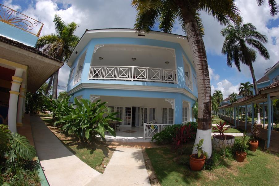 2 bedroom apartment ocean front.png