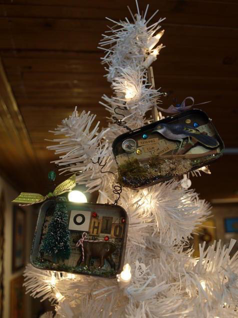 Diorama ornaments made inside Altoid tins!