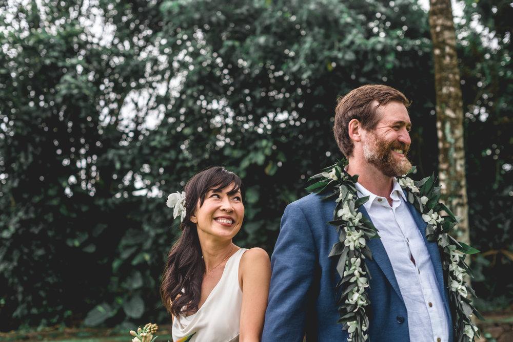 Oahu-Hawaii-Wedding-couple-121.jpg