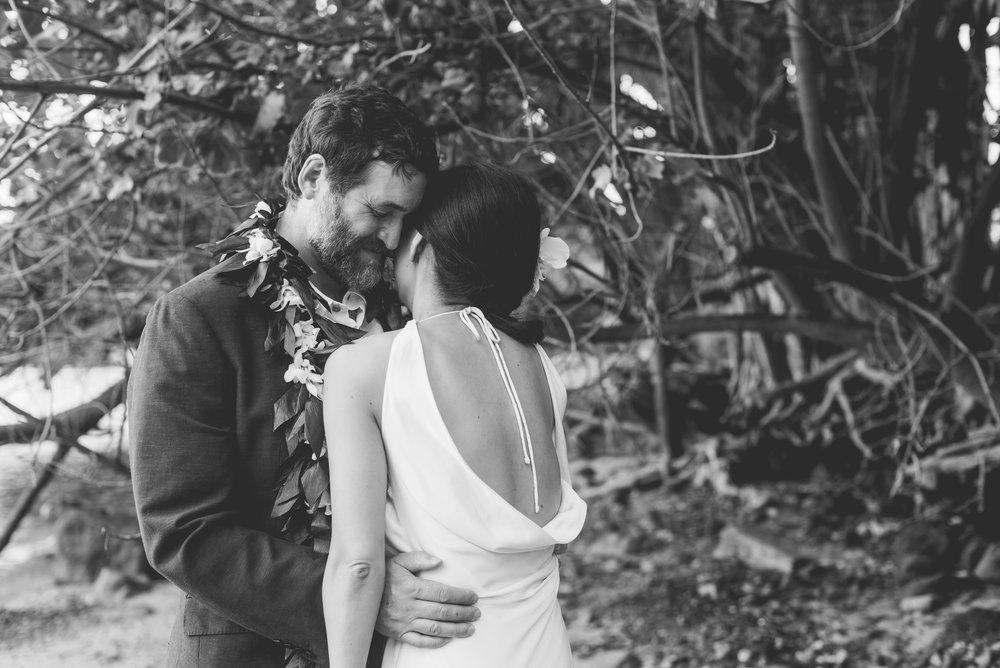 Oahu-Hawaii-wedding-couple-78.jpg