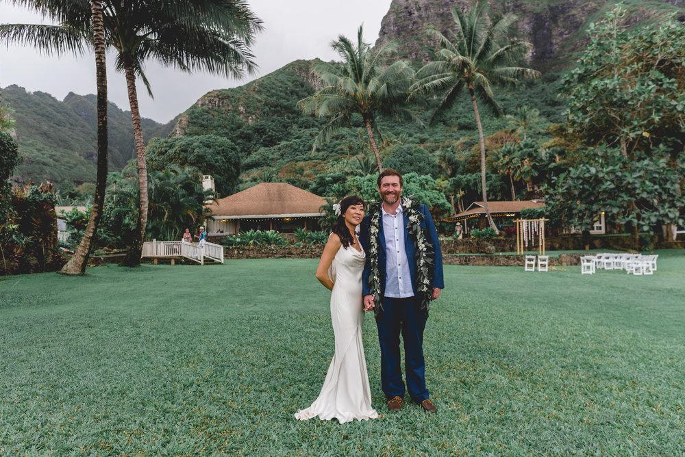 Oahu-Hawaii-wedding-couple-115.jpg