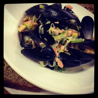 Mussels with Leeks, Whiskey & Smoked Salmon