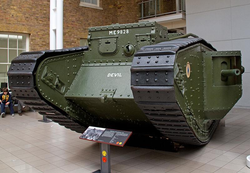 Fotografi af den britiske Mark V-kampvogn, som bliver portrætteret i spillet